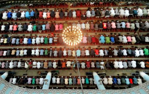 muslims_praying_in_a_masque_in_bangladesh.jpg